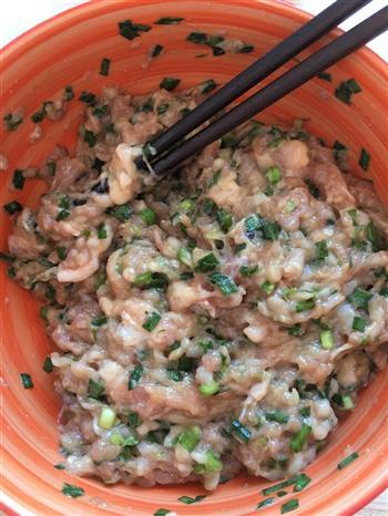 韭菜鱿鱼鲜肉馄饨的做法图解1