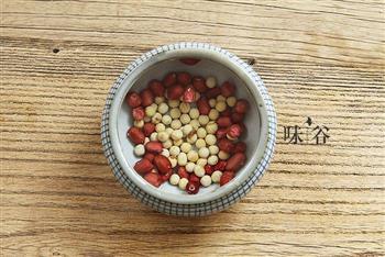 黄豆猪蹄汤-滋补可以如此简单的做法图解2