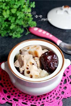 鲜藕红枣排骨汤