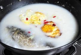 鲫鱼荷包蛋萝卜丝汤