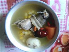鸡肉煲玉米胡萝卜汤