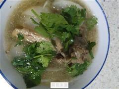 洋葱白萝卜羊骨头汤