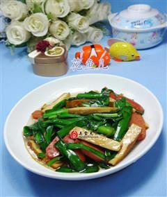 烤香肠韭菜炒香干