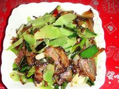 莴笋蒜苗腊肉