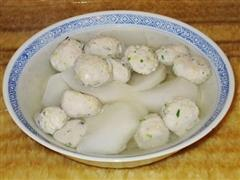 自制鲮鱼丸萝卜汤
