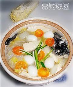 砂锅什锦鲫鱼汤