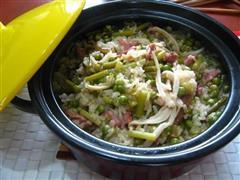 腊肉豌豆煲仔饭
