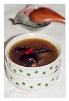 虫草鸽子汤
