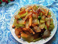 腊肉香干炒莴笋