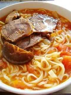番茄香菇牛肉面