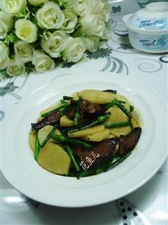 韭菜花酱肉炒年糕
