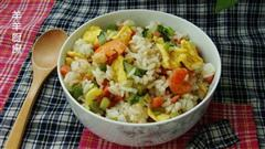 鲜虾火腿豌豆蛋炒饭