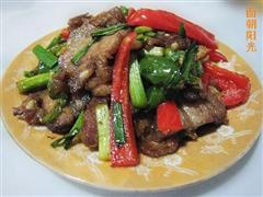大蒜炒回锅肉