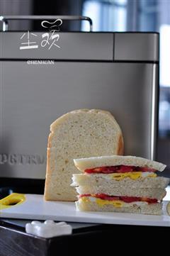煎蛋香肠三明治