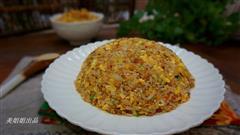 酸菜香菇鸡蛋炒饭