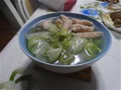 生菜鱼饺汤