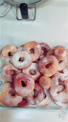 草莓酱夹心甜甜圈