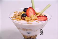 酸奶水果谷物