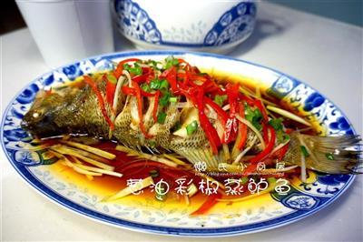 葱油彩椒蒸鲈鱼