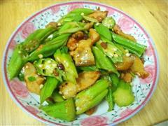 黄秋葵炒酱五花肉