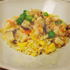 海鲜炒饭-充满海鲜鲜甜的招牌炒饭