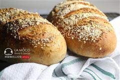 天然酵母-葡萄干全麦面包