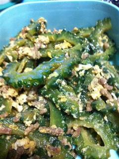 冲绳人大家都会吃的苦瓜炒鸡蛋肉丝