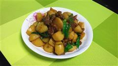 土豆焖腊肉