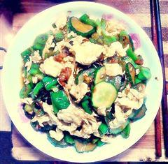 黄瓜青椒炒鸡蛋