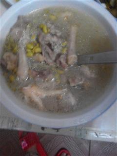 黄豆鸡爪猪骨头汤