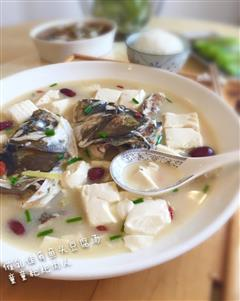 催乳佳肴-鱼头豆腐汤