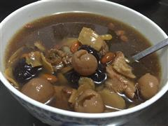 高丽参炖猪骨汤