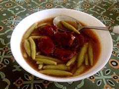 红烧牛肉菠菜汁莜面鱼鱼