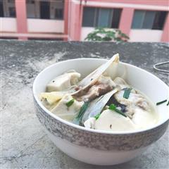 电饭锅煲鱼头豆腐汤