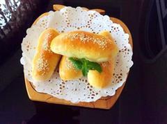肉松沙拉酱面包