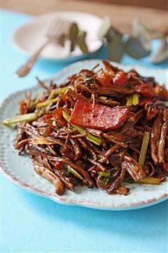 干锅腊肉茶树菇