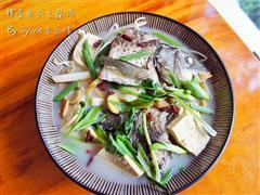 榨菜鱼头豆腐汤