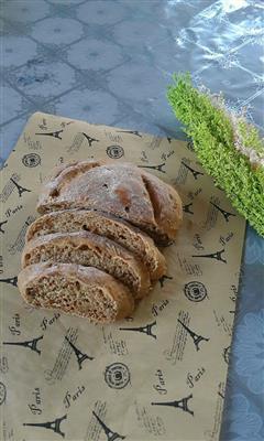 葡萄干核桃全麦面包