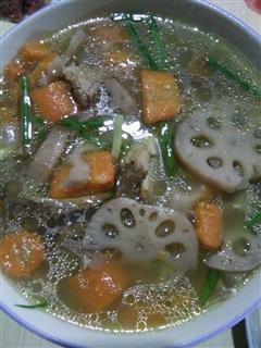 排骨胡萝卜莲藕汤