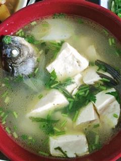 鲫鱼豆腐汤—白白的汤