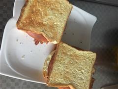 早餐面包夹煎蛋