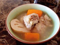 超简单莲藕胡萝卜骨头汤