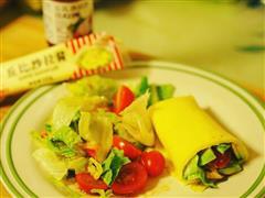 丘比沙拉酱鸡胸肉蛋卷配丘比日式酱汁沙拉