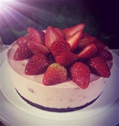 草莓芝士慕斯蛋糕